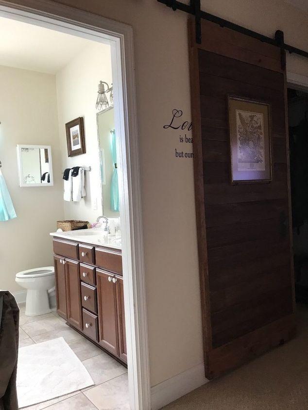 q privacy between toilet and vanity