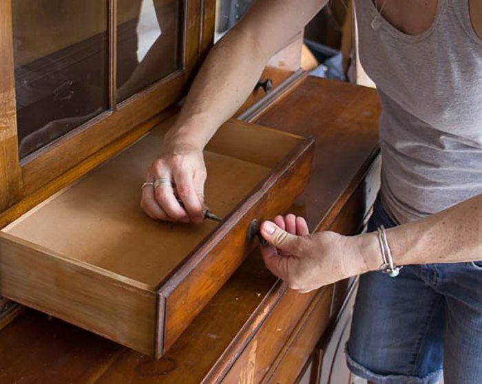 s do you want to update your antique furniture, Step 1 Remove the hardware