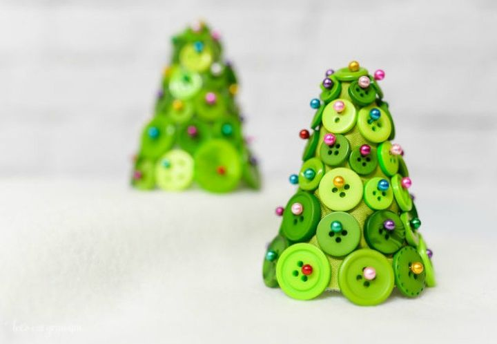 s 15 quick and easy gift ideas using buttons, Pin them into little green Christmas trees