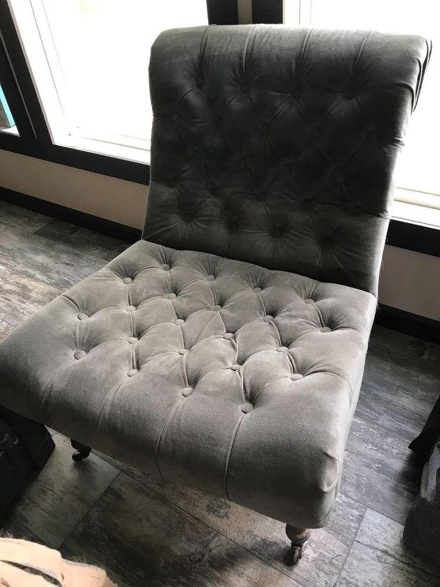 q how do i paint a velvet chair