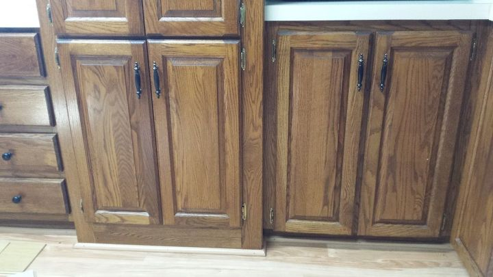 q what color flooring goes well with golden oak cabinets