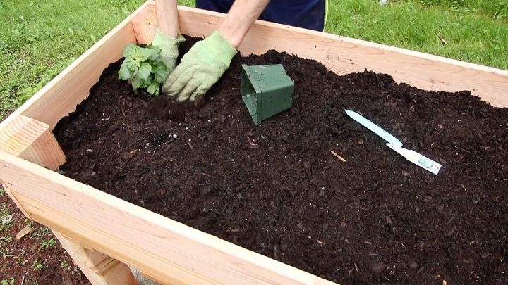diy elevated garden planter