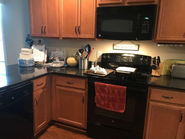 q best backspash and paint for kitchen redo