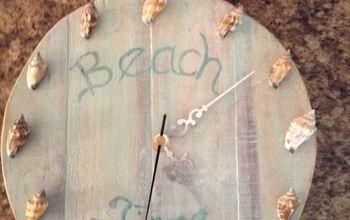 pallet beach clock