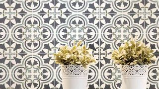 , The large circular motif has a closed border It is easier to cut out than an open border design