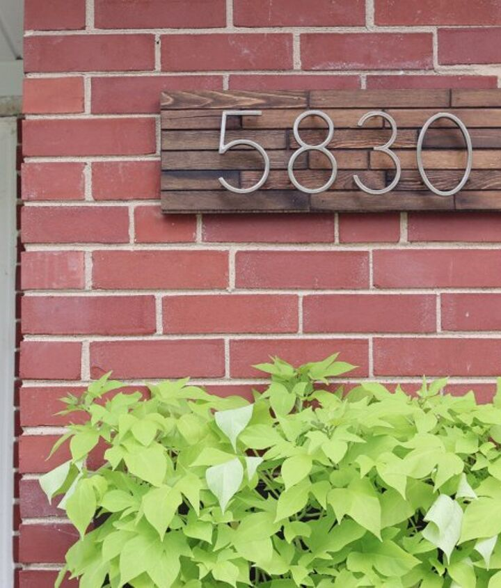 s 13 spectacular waysto display your house number, Modern Plaque