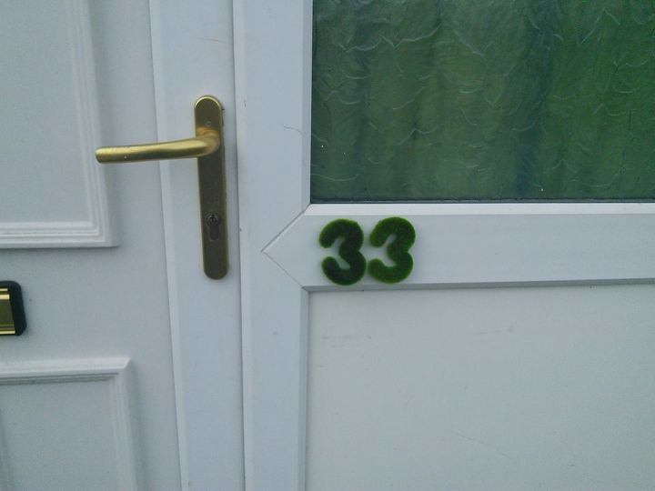 s 13 spectacular waysto display your house number, Faux Grass