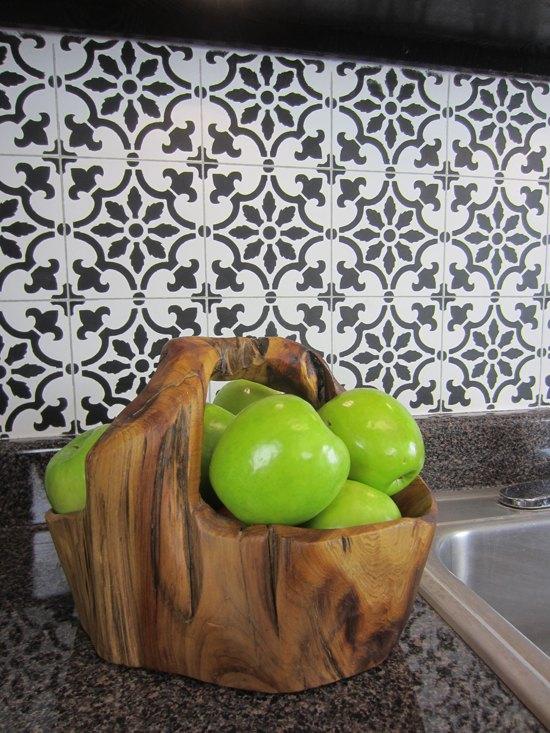 s 17 diy inspiring kitchen backsplashes, Black And White Stencil