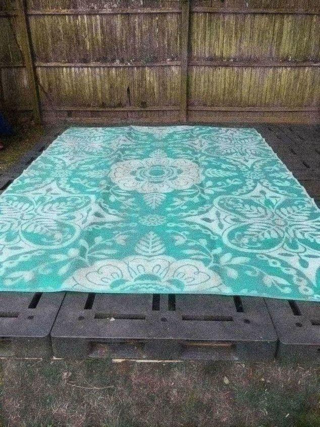 renters patio plastic pallet patio