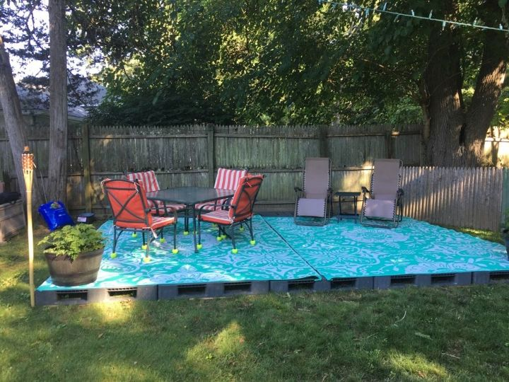 Renters Patio Plastic Pallet Patio Hometalk