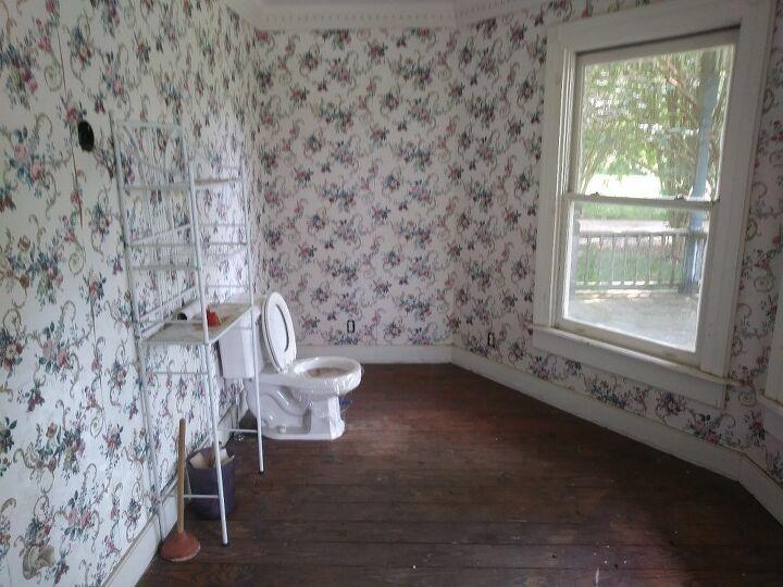 q need bathroom and master bathroom helo