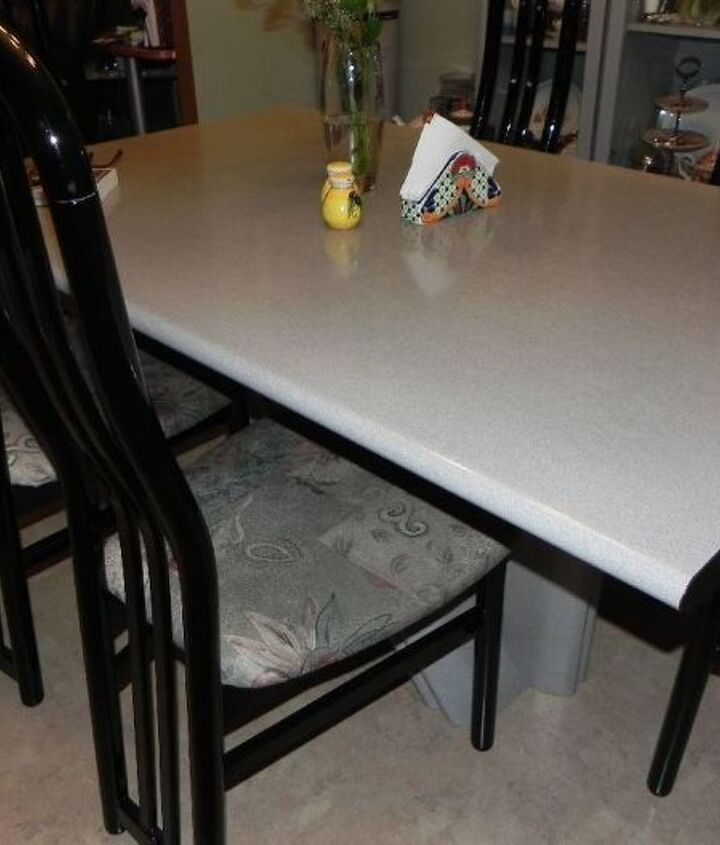 renewing a second hand kitchen table with paint