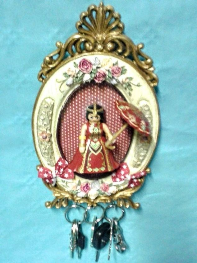 this charming little retro frame has become a victorian key wall chart