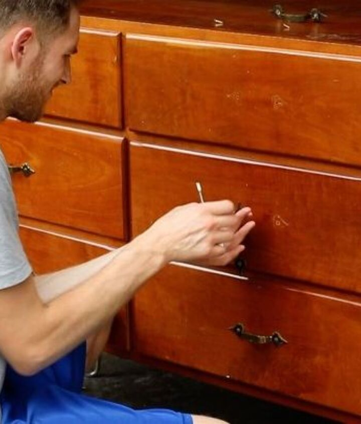 Removing the drawer pulls