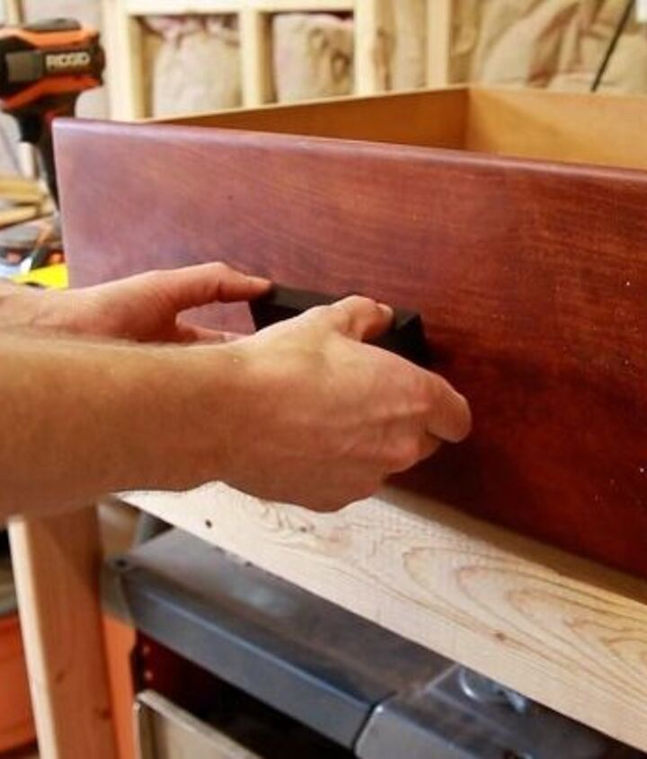 Attaching the drawer pull