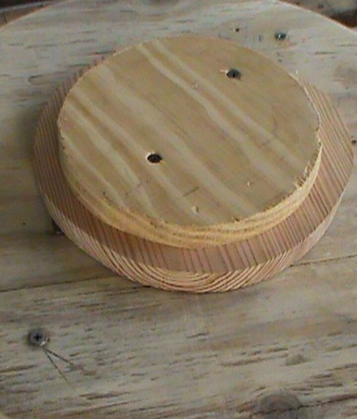 how to make a bistro table with wood and spools