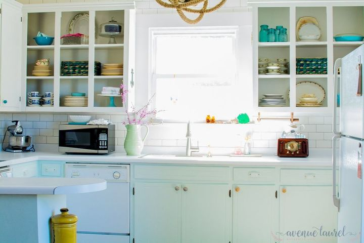 a coastal farmhouse kitchen