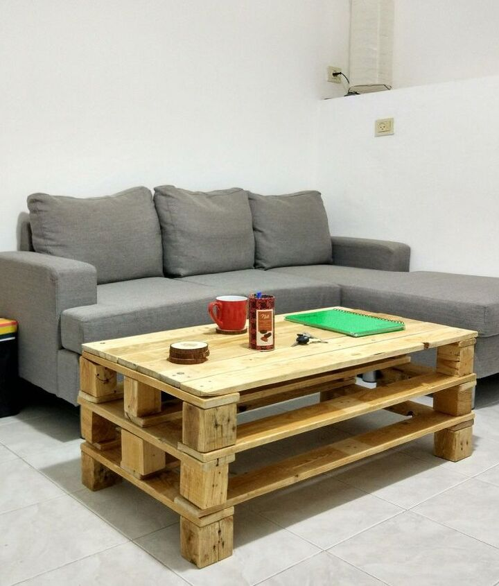 make your own pallet coffee table