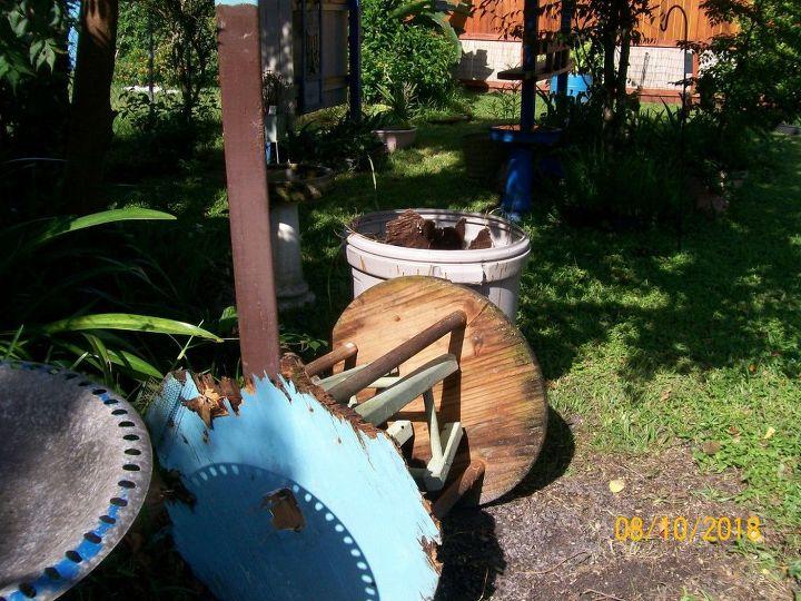 bird feeder cafe