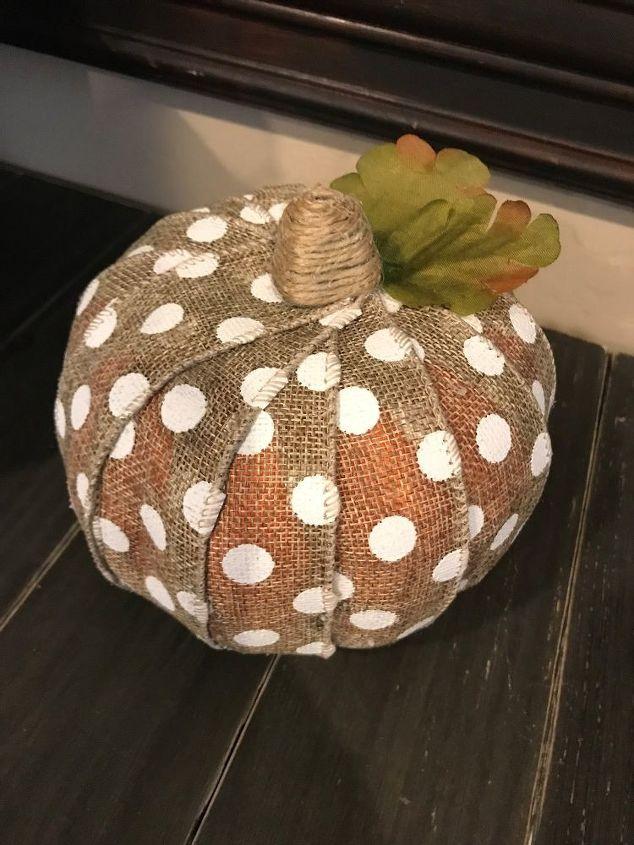 3 burlap pumpkin