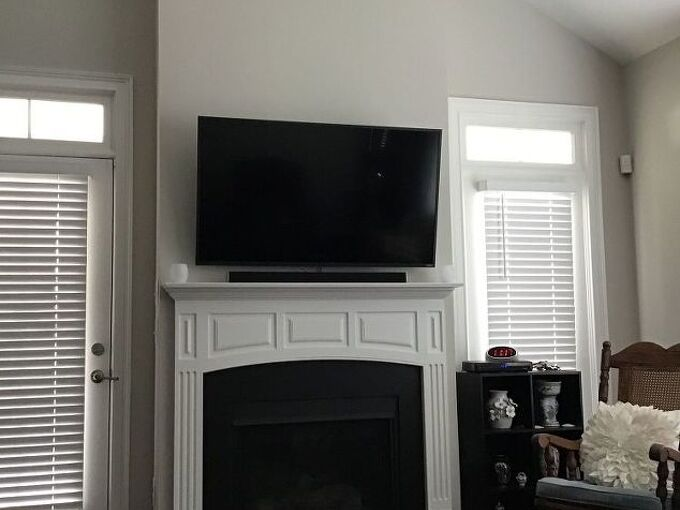 q how to decorate a mantel