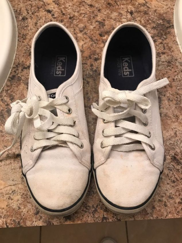 q how to clean white tenis shoes