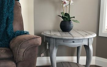 painting a rustic grey farmhouse finish on a table