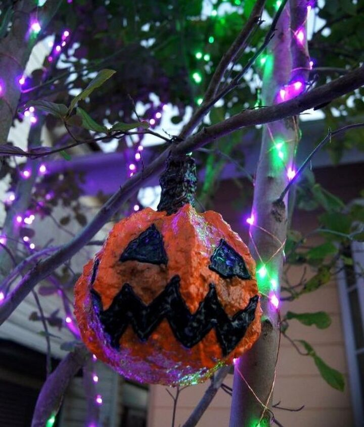 dollar store pumpkin buckets all up in your tree