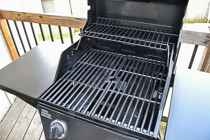 the easy way to clean your grill before grilling season