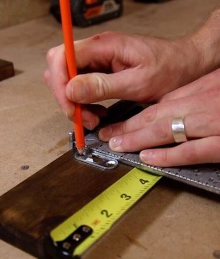 Marking location for keyhole hangers