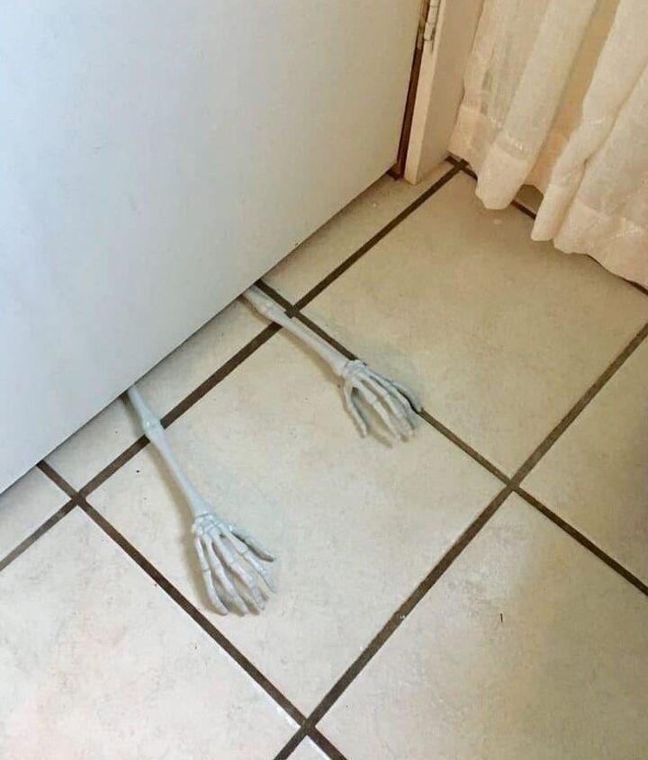 halloween bathroom decor