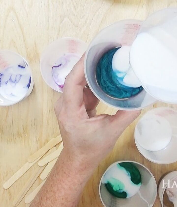 diy acrylic paint pouring artwork