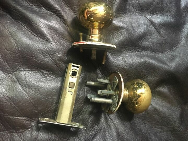 q where can i find replacement doorknobs for an older home doors 50s
