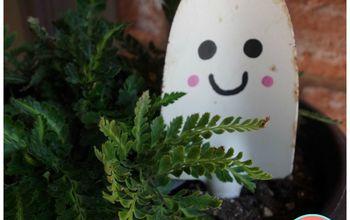 5-Minute Garden Shovel DIY Halloween Ghost