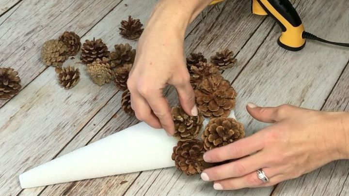 4 stunning ways to use pinecones as home decor