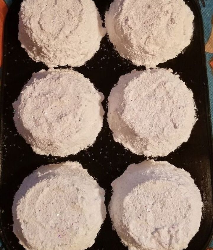 snowman cupcake tin