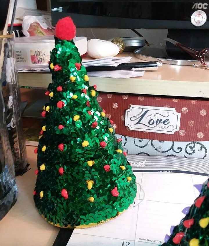 s 19 diy christmas decor ideas that ll rock your holiday, Make cute mini trees or
