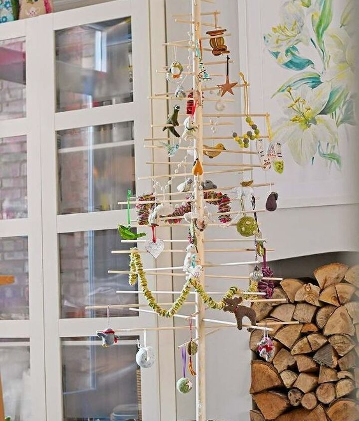 simple stylish scandinavian christmas tree
