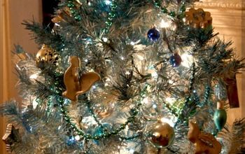 How to Color Tone a Christmas Tree With Spray Paint and Ornaments