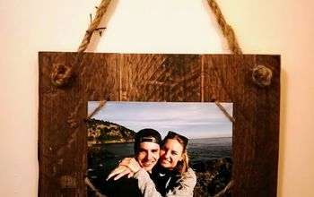 Simple Pallet Wood Photo Display