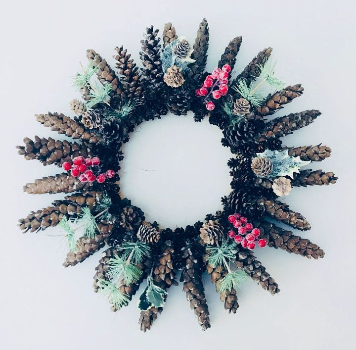 pinecone winter wreath
