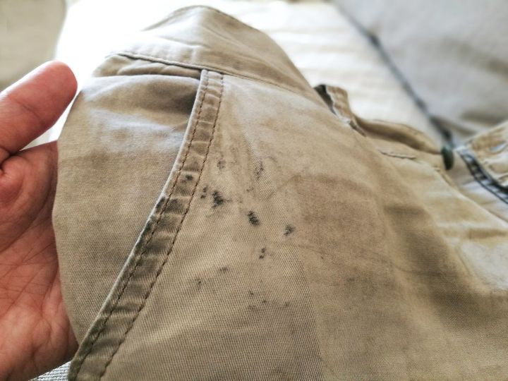 q how to remove grease stains from clothes