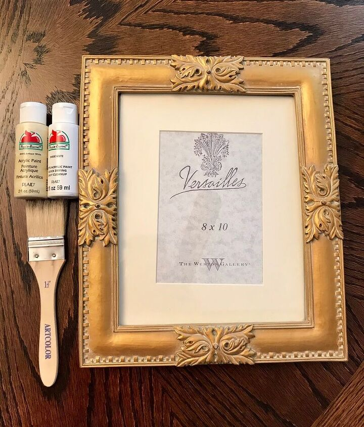 farmhouse inspired picture frame with free holiday print
