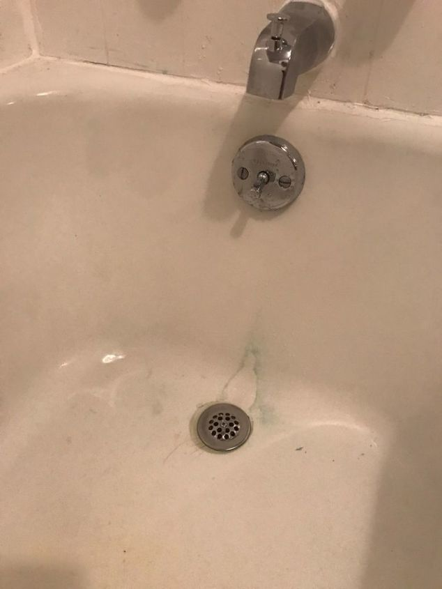 q how to clean stain in bathtub