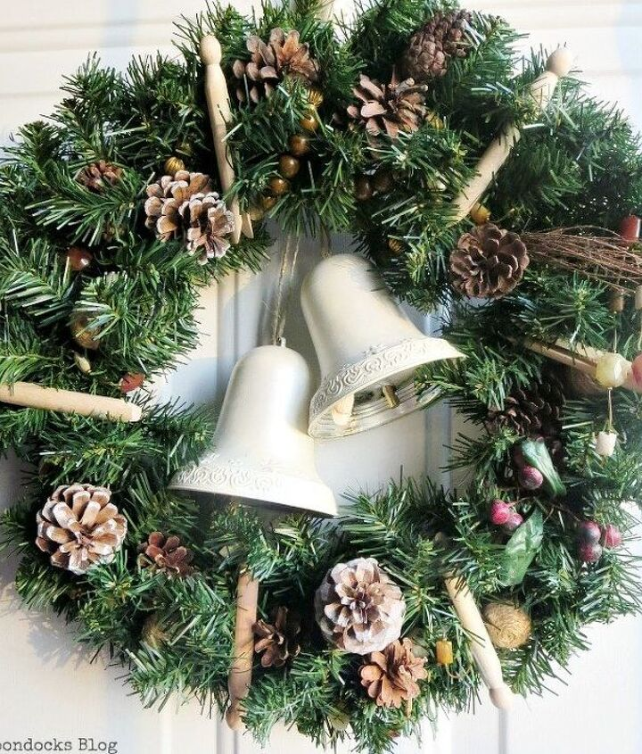 how to make a holiday wreath with everyday objects