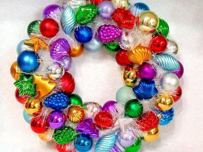 how to create an ornament wreath with a twist