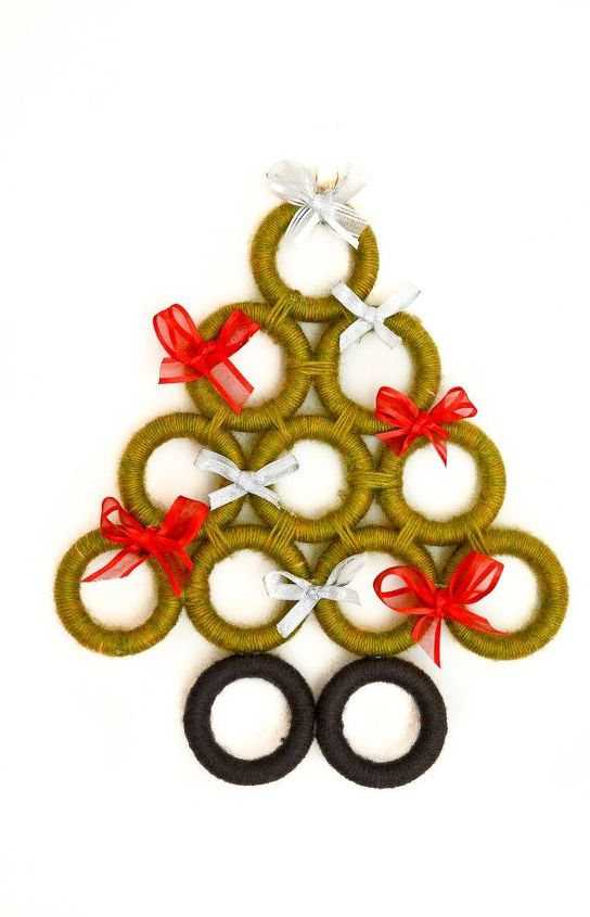 upcycle curtain rings to create five different upcycled christmas deco