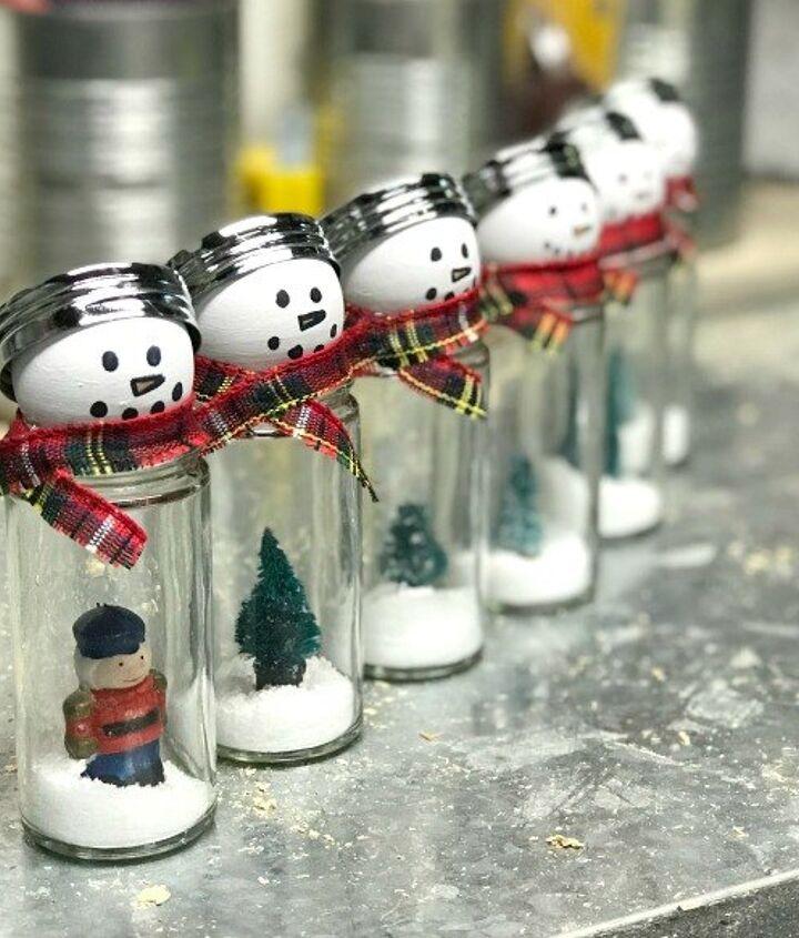 snow globe style snowmen