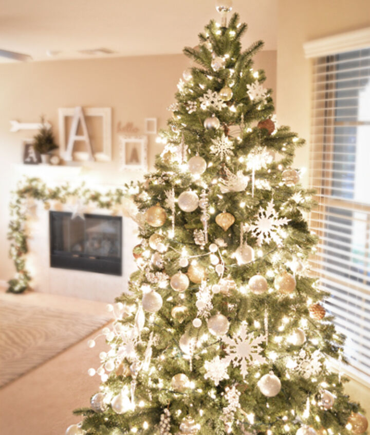 s it s beginning to look a lot like christmas, A Golden Glittery Christmas Home Tour