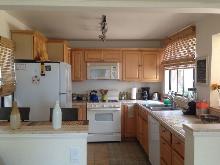 q how do i get a table for dinning at in this kitchen area